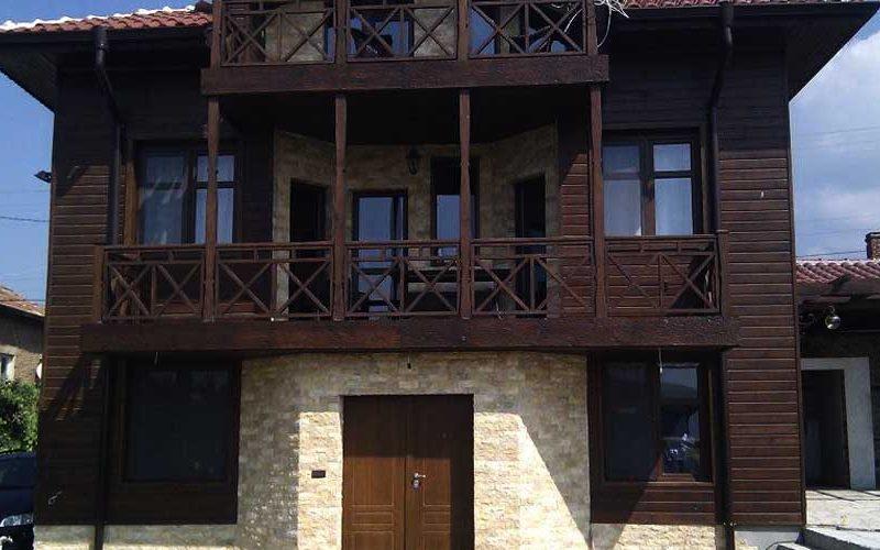 Облицовка на възрожденска къща - мраморни късове