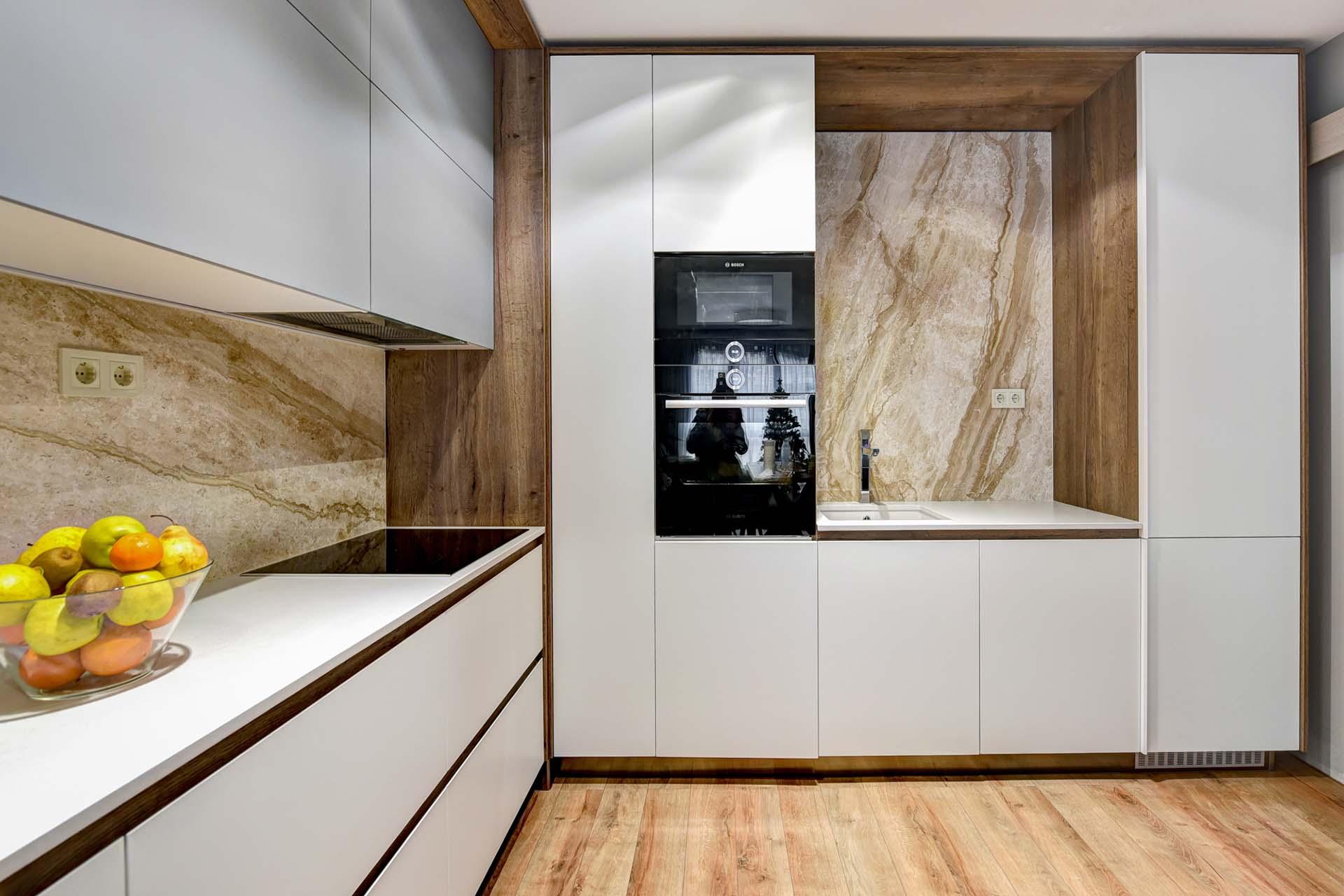 Облицован кухненски плот с мивка и шкафове 2