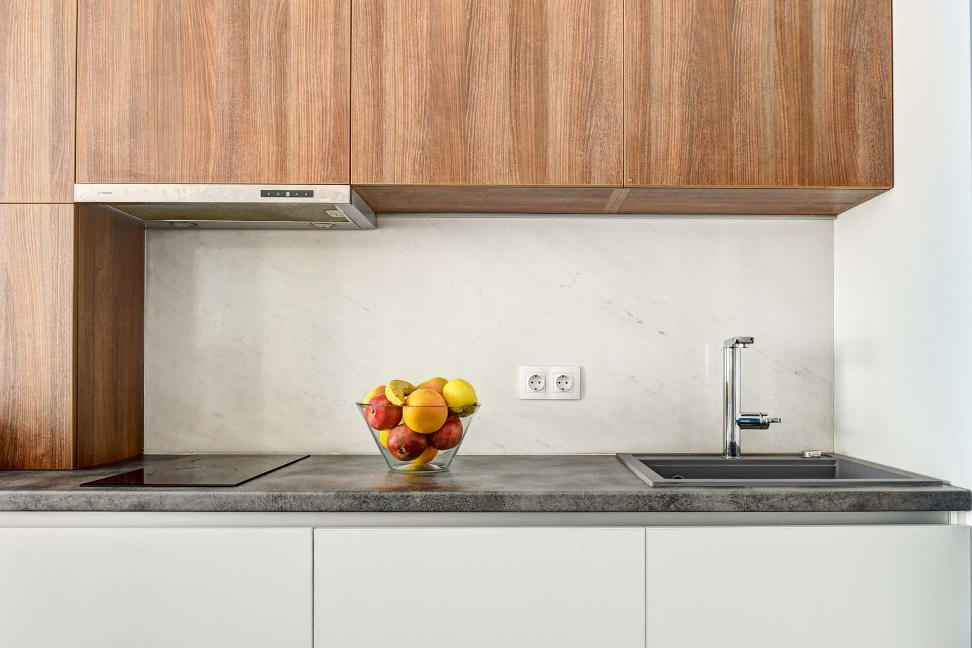 Облицован кухненски плот с мивка