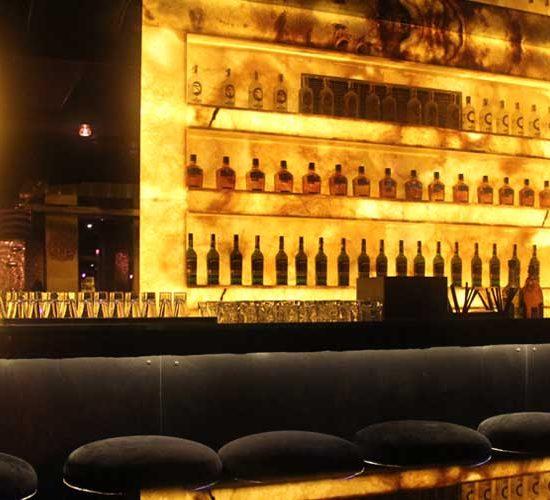 Облицовка бар на нощен клуб БИАД - жълт оникс