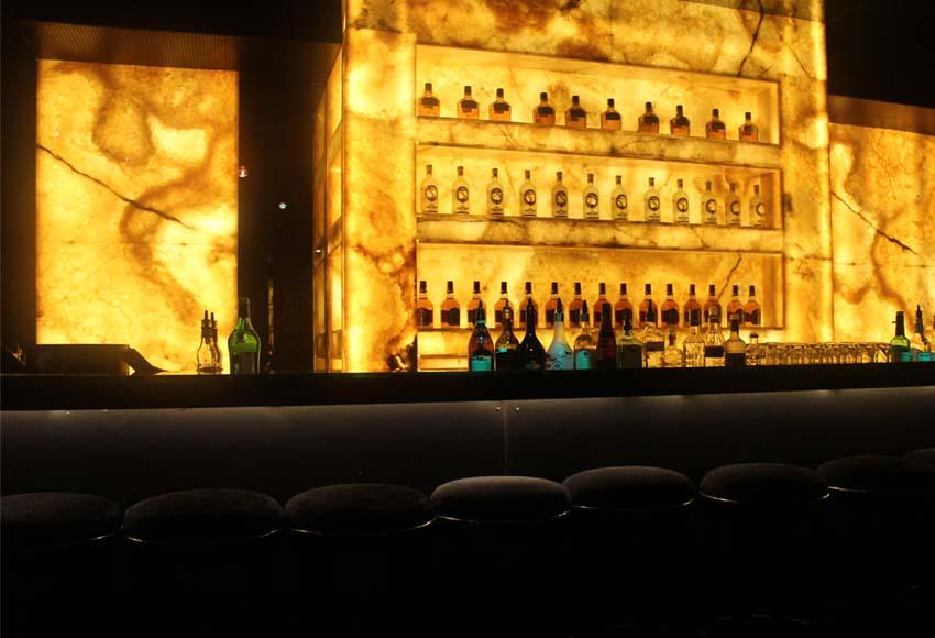 Облицовка на бар с жълт оникс - декорация
