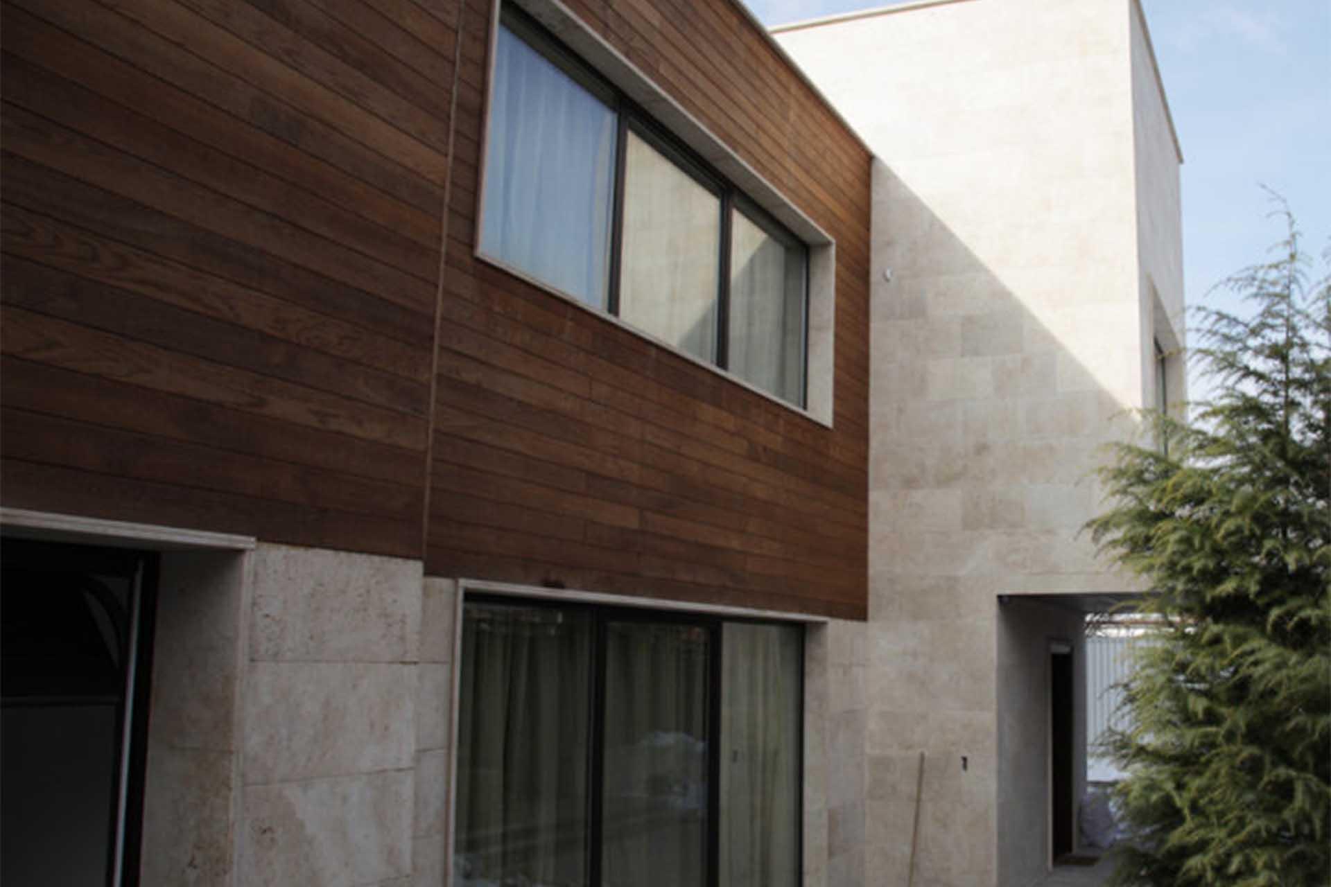 Облицовка на фасада на жилищна сграда - бял травертин