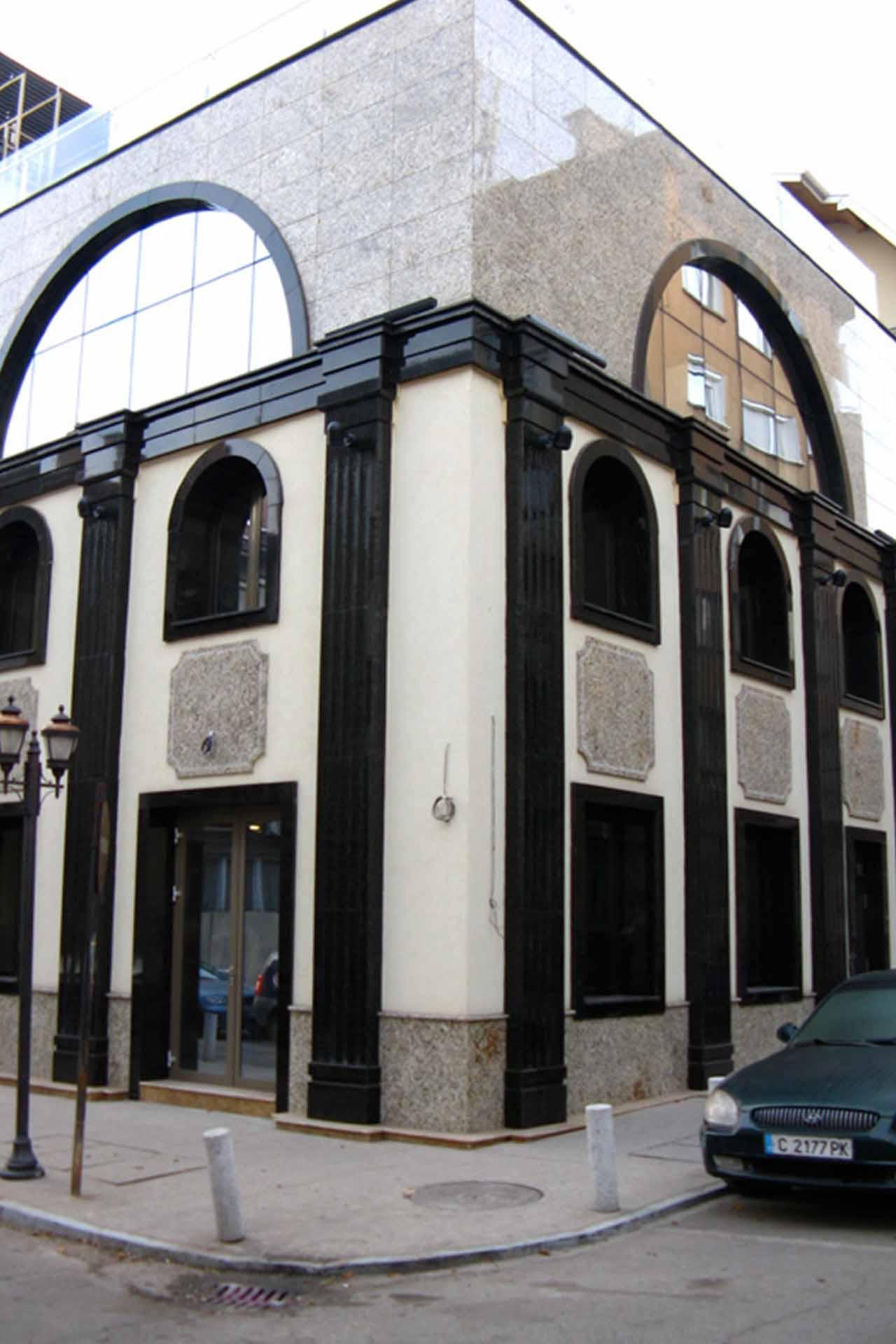 Облицовка на фасада - обществено здание