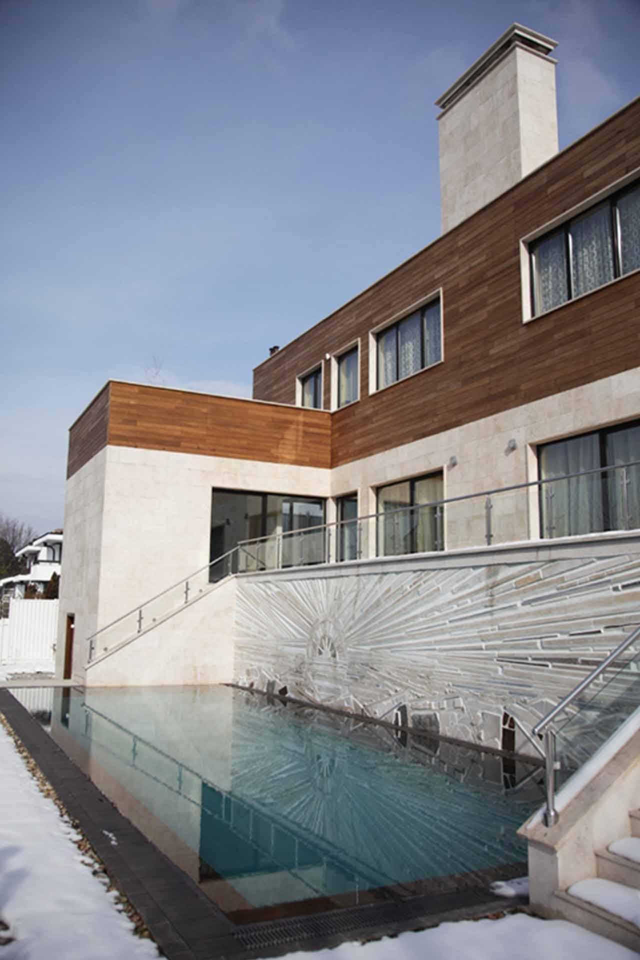 Облицовка на фасада на жилищна сграда - бял травертин 3
