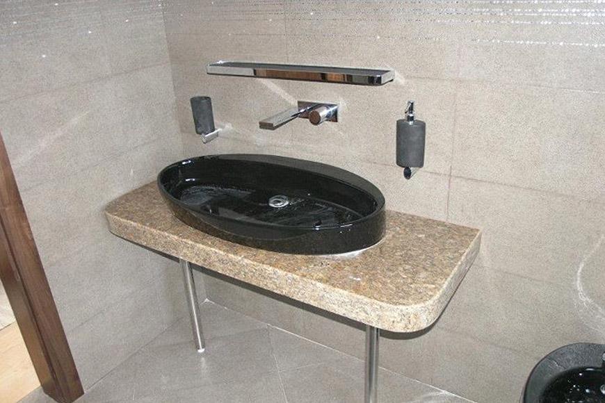 Плот за баня с овална мивка