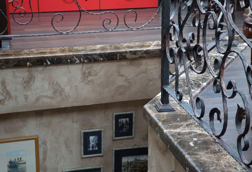 Подпрозоръчни и парапетни плотове от камък