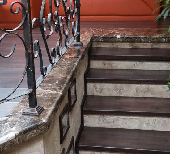 Облицовка на стълбище от гранит - частен дом