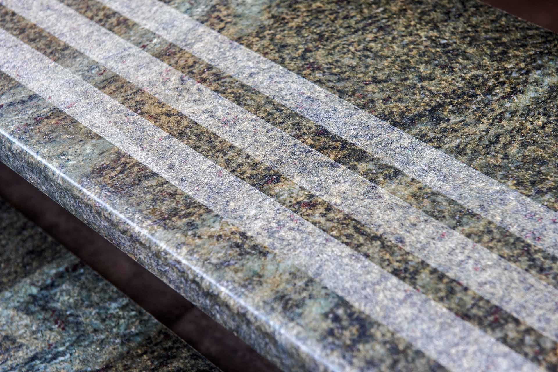 Стъпало, облицовано с естествен камък