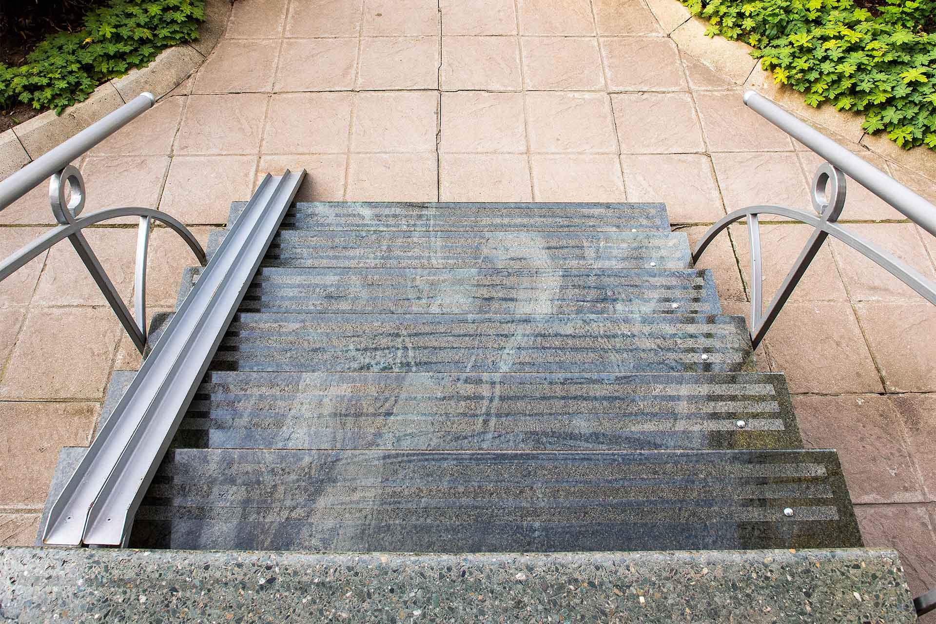 Въшно стълбище - естествен камък
