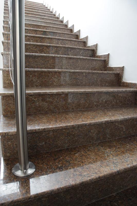 Облицовани стъпала - полиран гранит