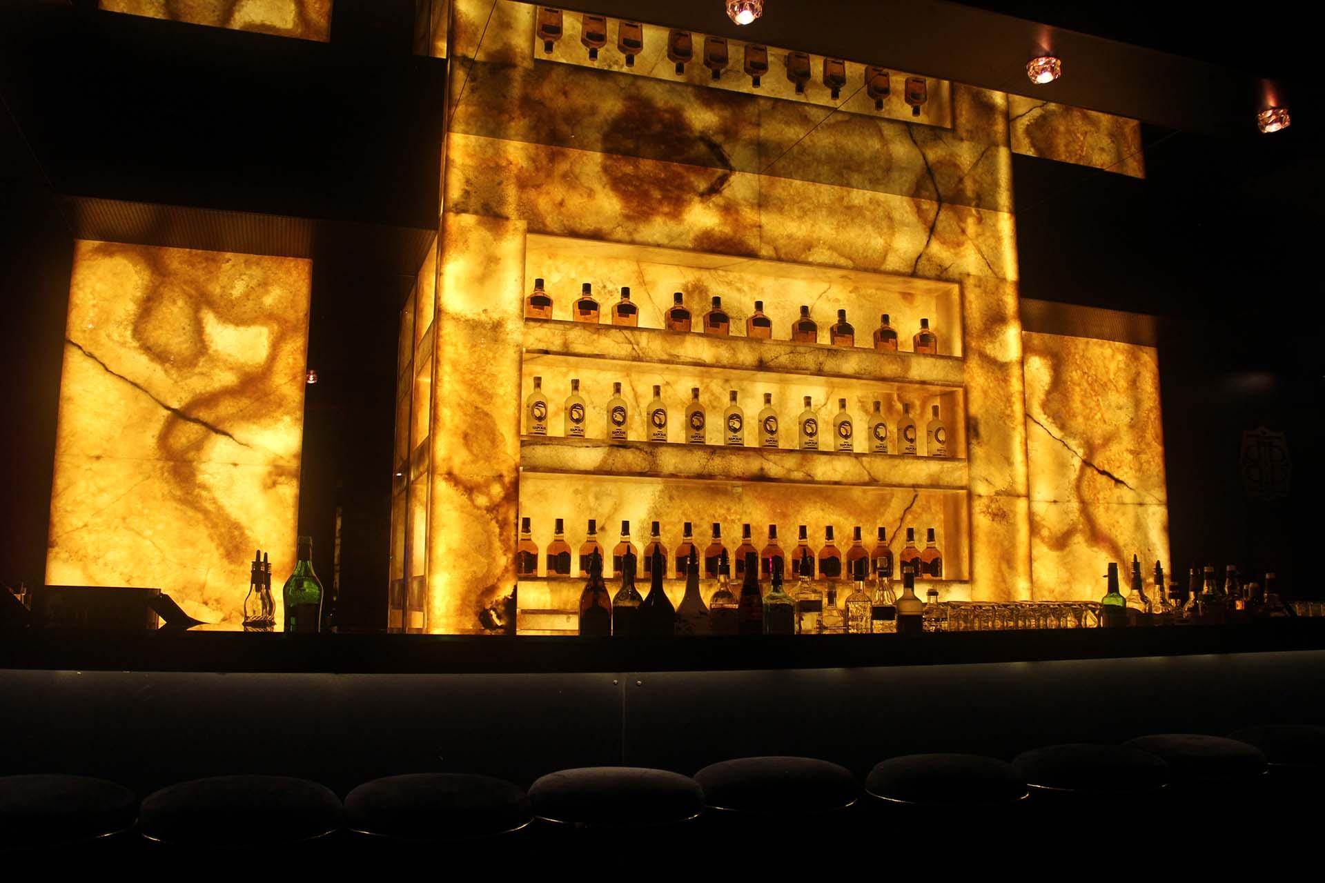 Облицовка на бар с жълт оникс
