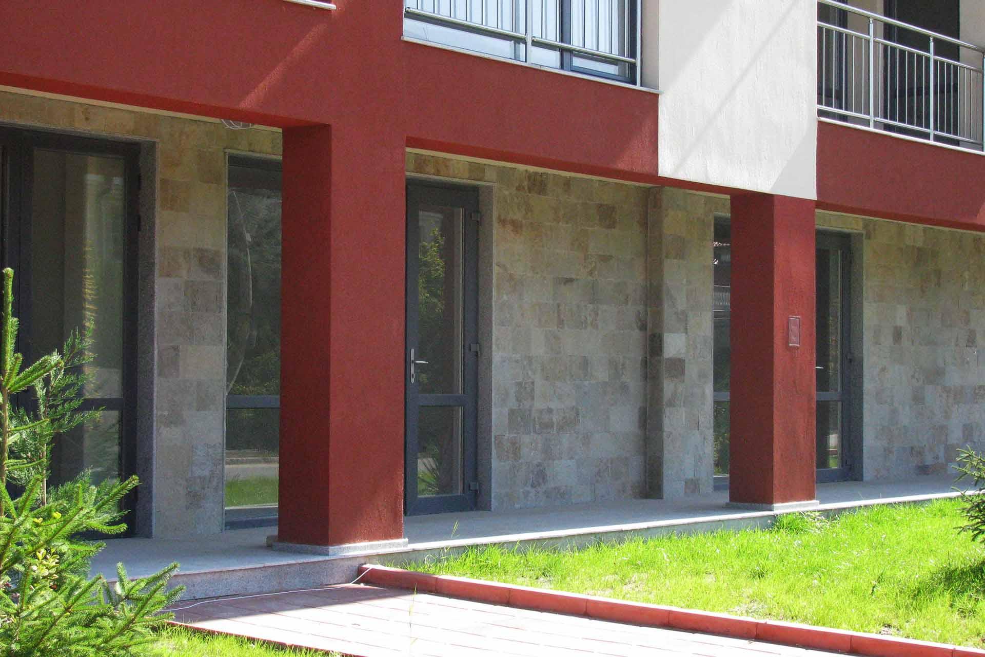 Фасада от обрязан гнайс