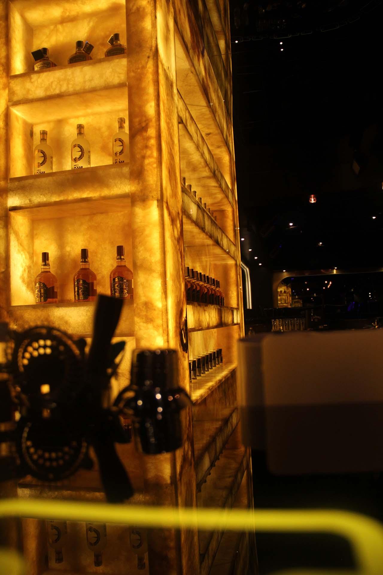 Жълт оникс - светлопропусклив - за бар в нощен клуб