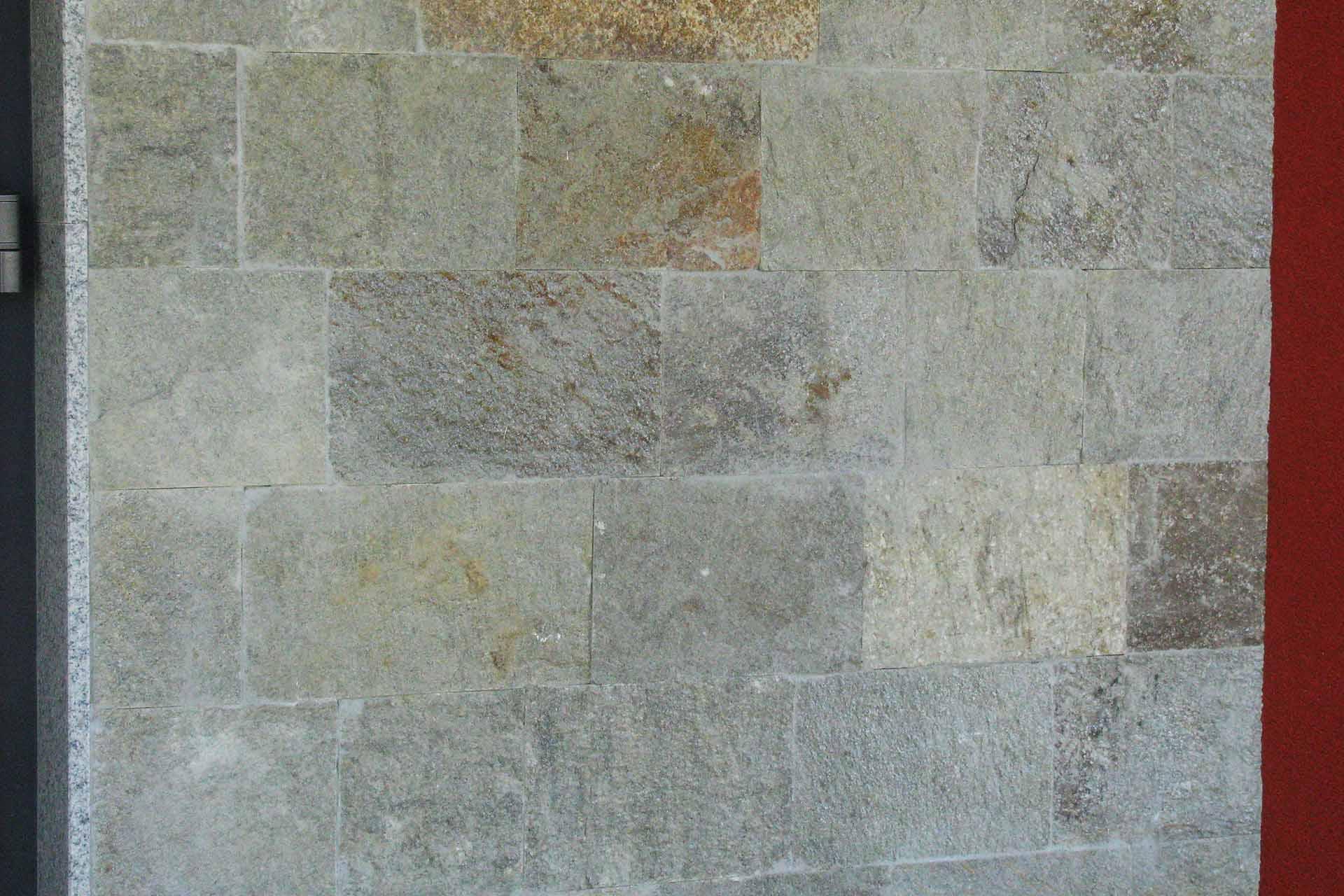 Фасада от обрязан гнайс 4