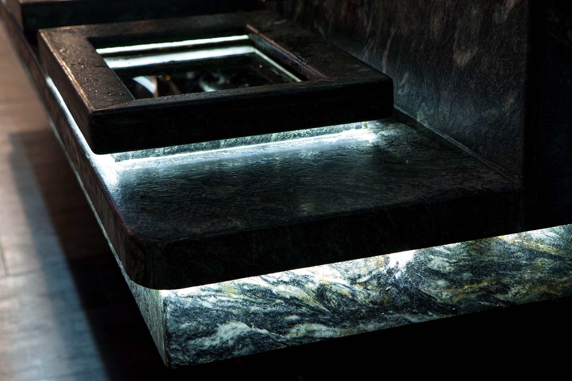 Умивалник на нощен клуб - полиран гранит и скрито осветление 4
