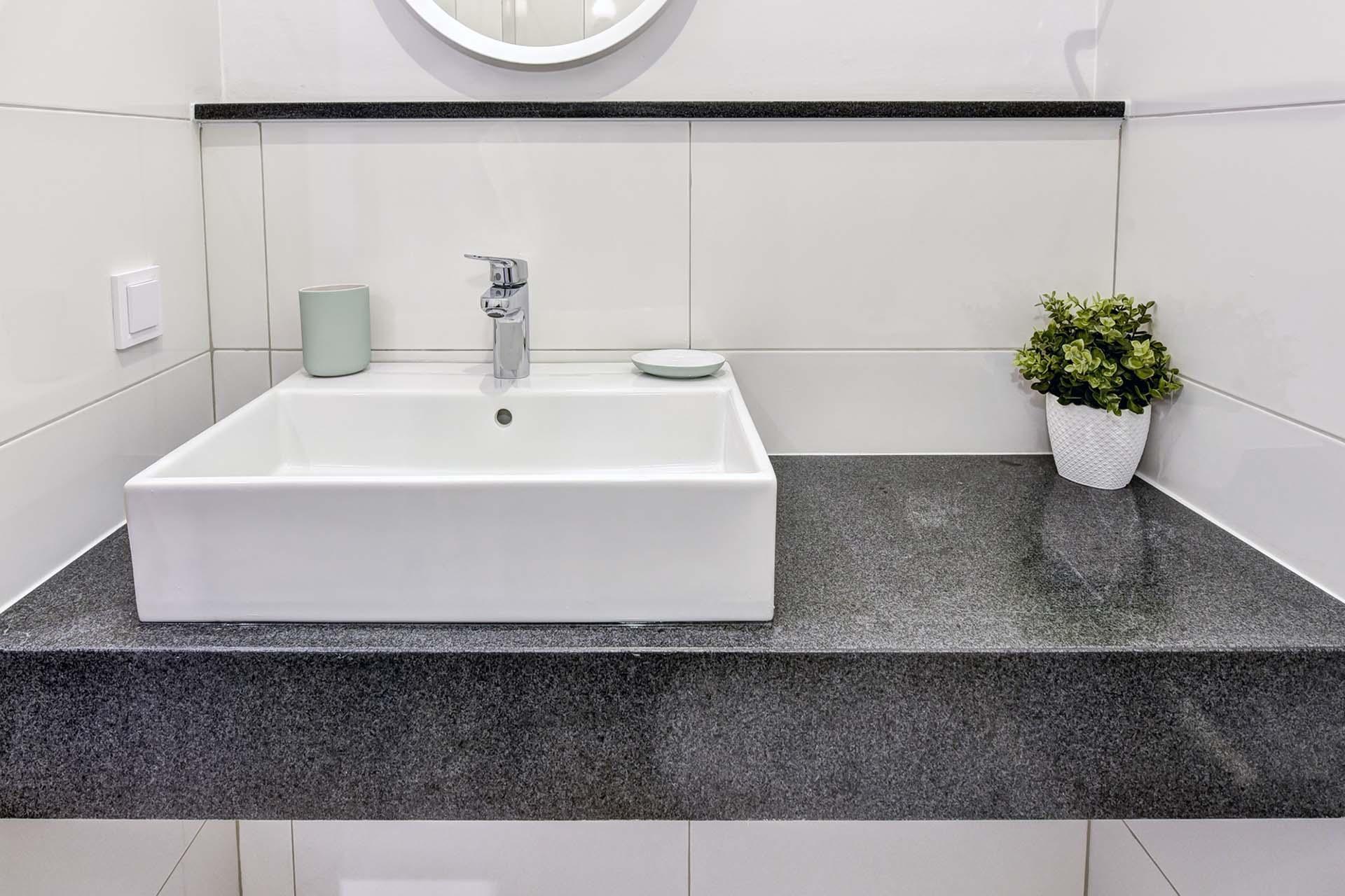 Плот за баня - черен гранит + подлепка