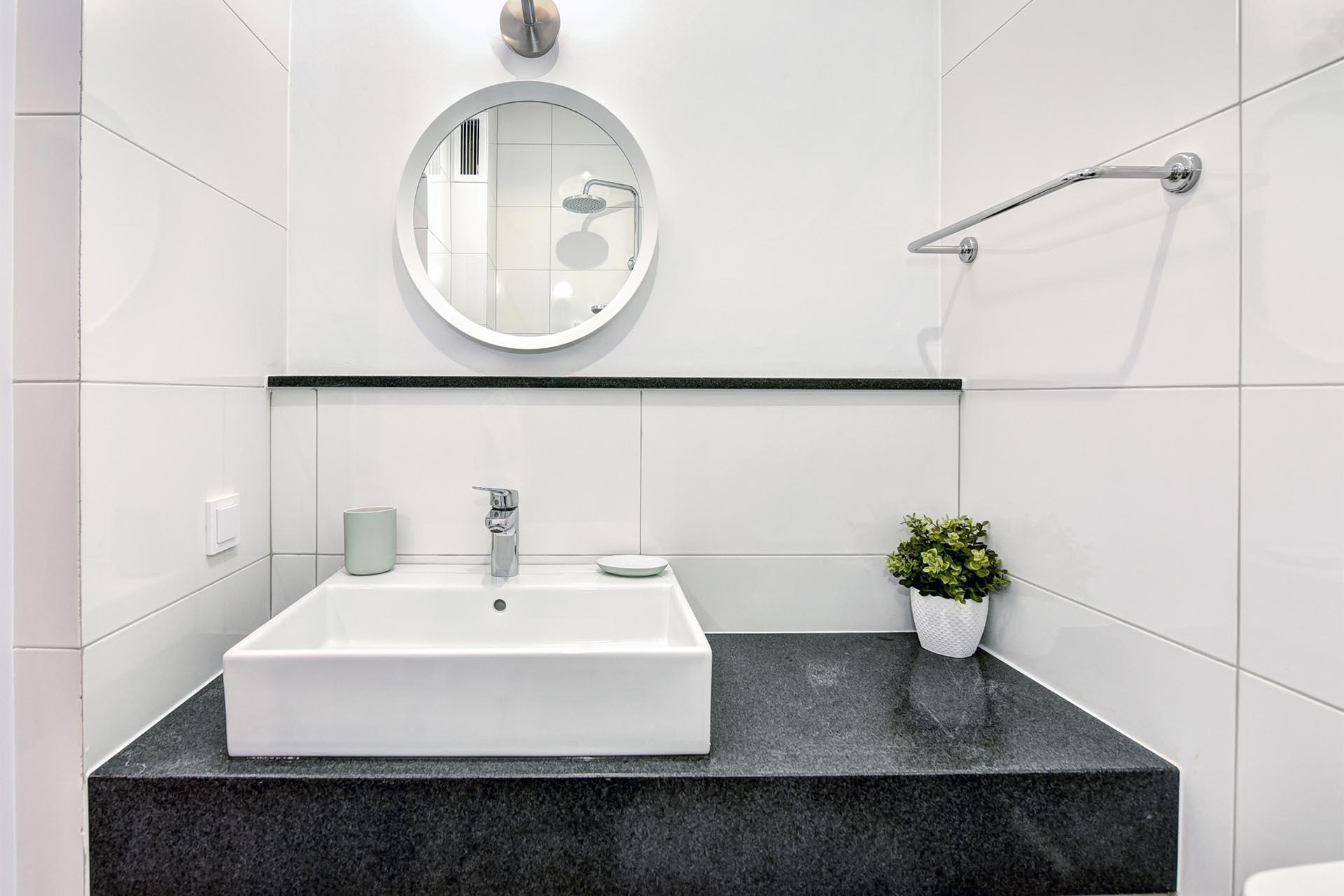 Плот за баня - черен гранит + подлепка 2